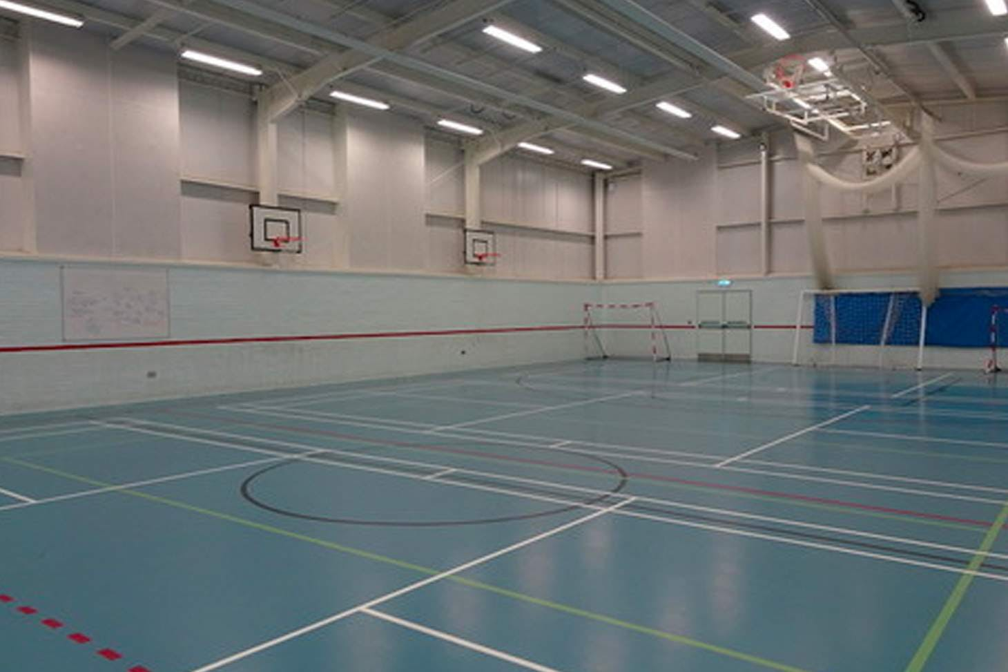 Wilmington Grammar School for Boys Court | Sports hall basketball court