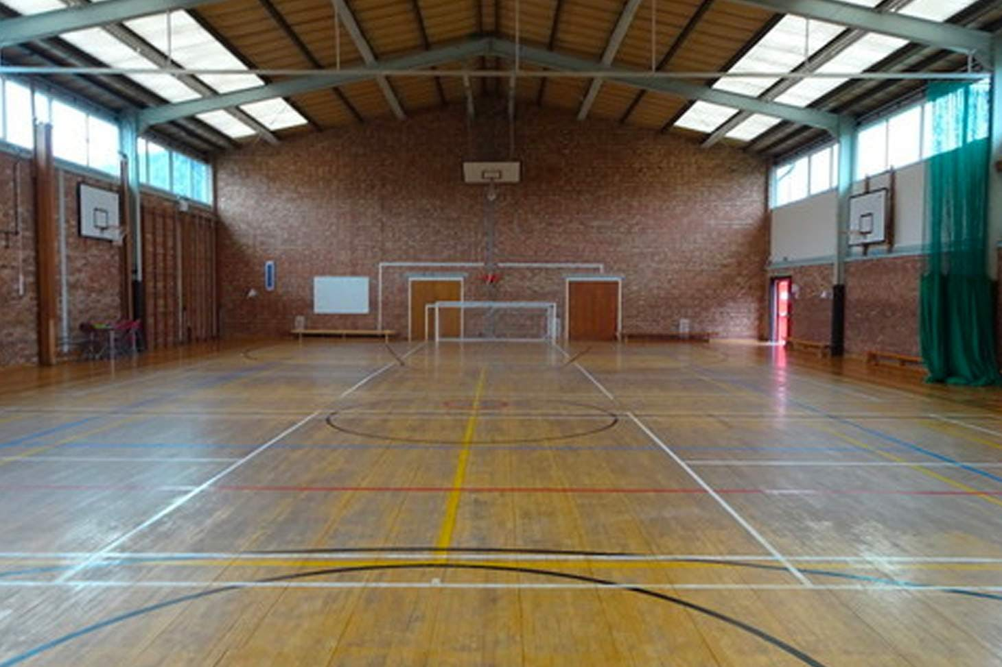 Trevelyan Middle School Court | Sports hall badminton court