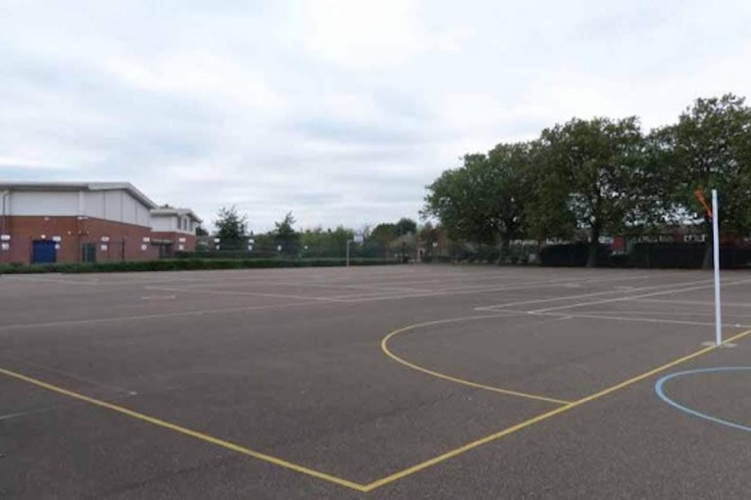 Welling School Court   Hard (macadam) tennis court