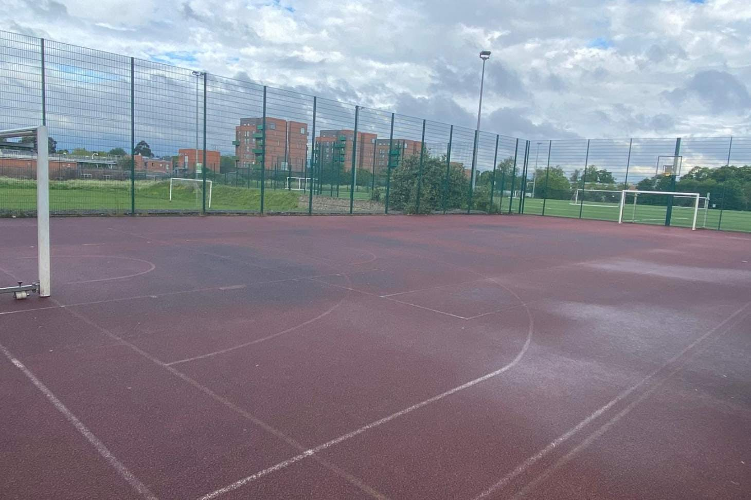 Ark Academy Wembley Outdoor | Hard (macadam) basketball court