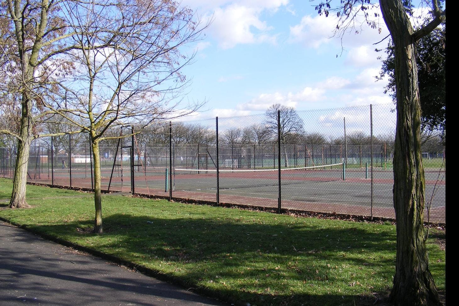Barking Park Outdoor   Hard (macadam) tennis court