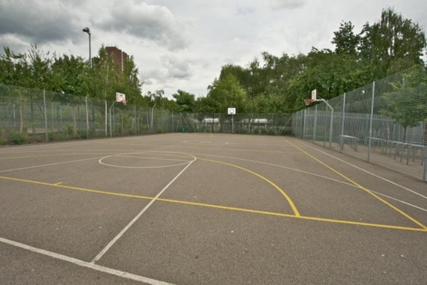 Haverstock School Outdoor | Concrete netball court