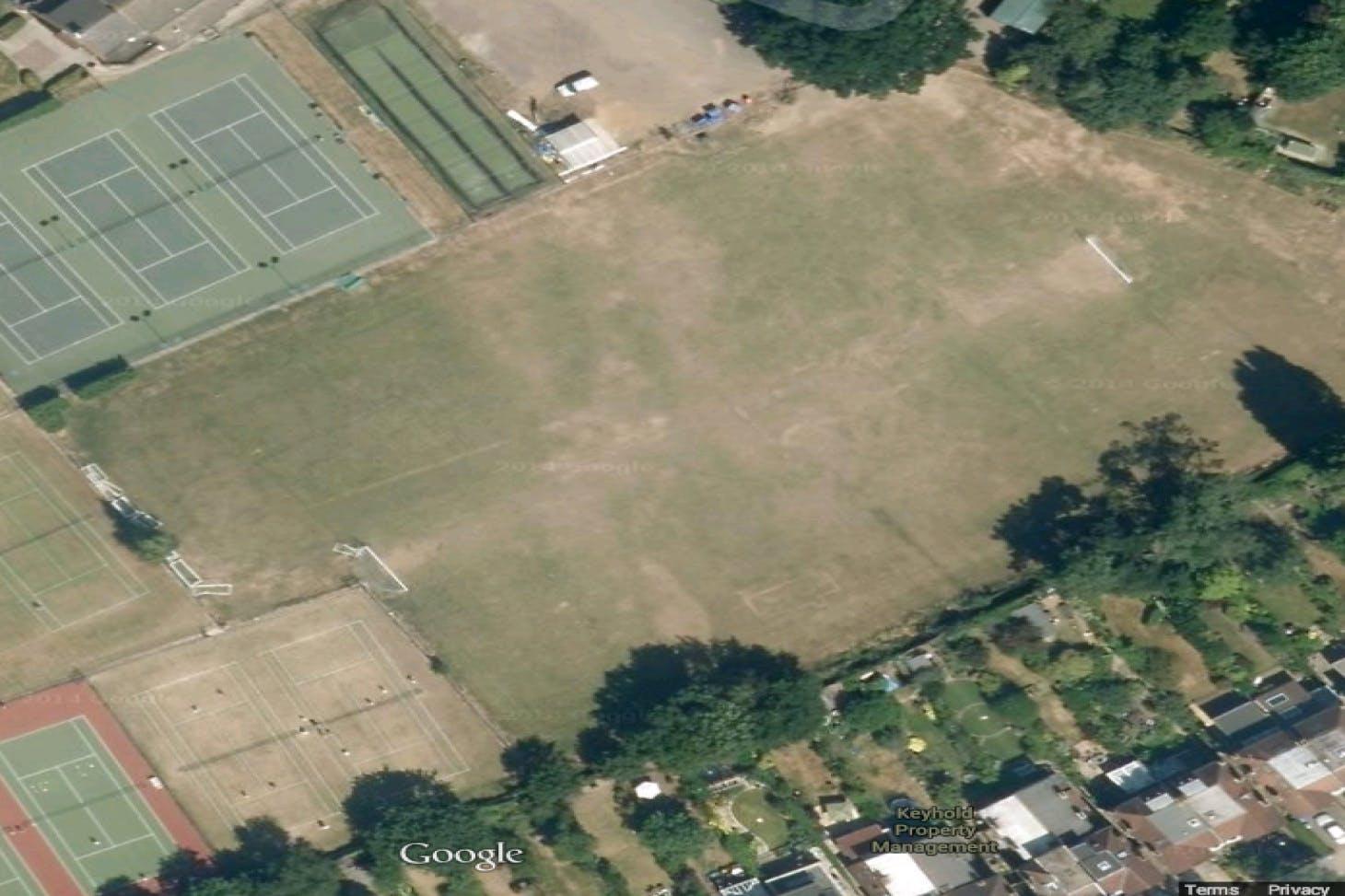 Edward Alleyn Club Outdoor   Grass tennis court