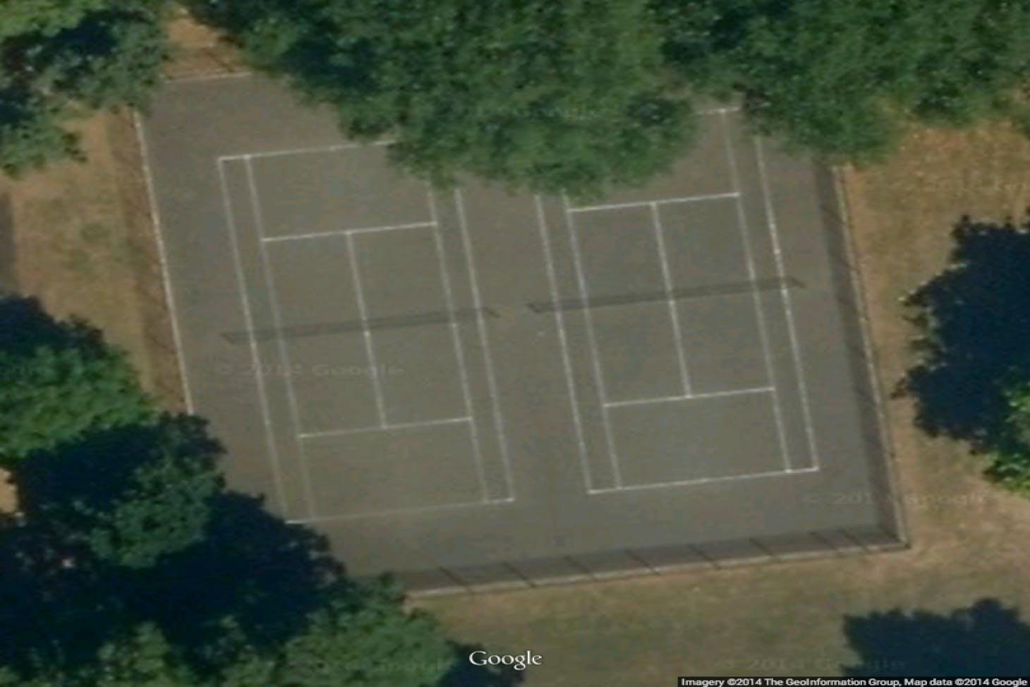 Royal Victoria Gardens Outdoor | Concrete tennis court
