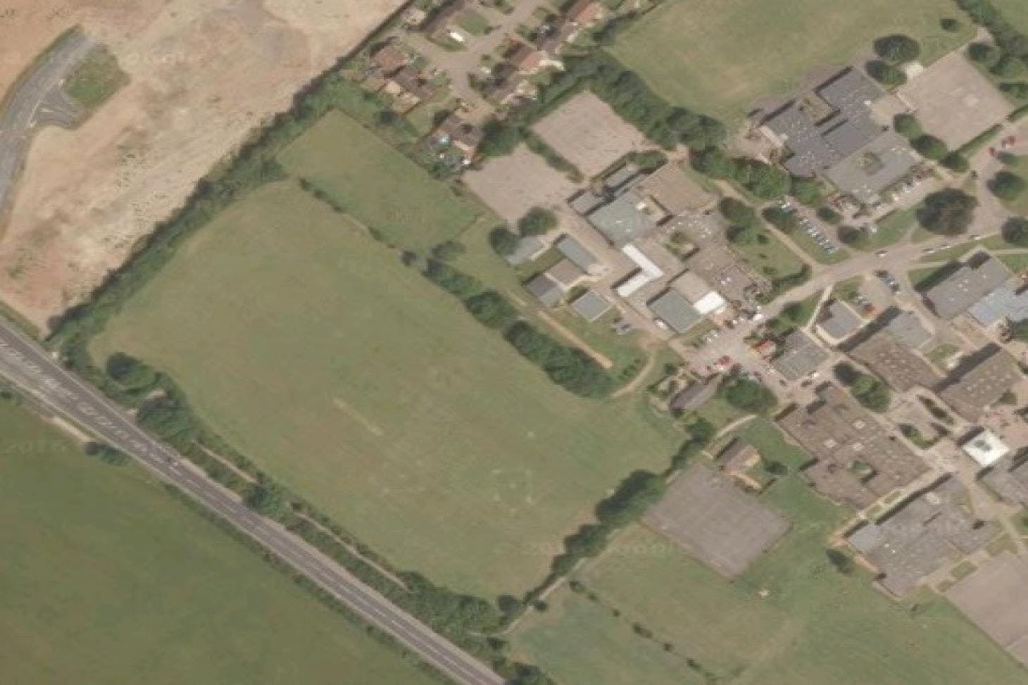 Streetfield Middle School 11 a side | Grass football pitch