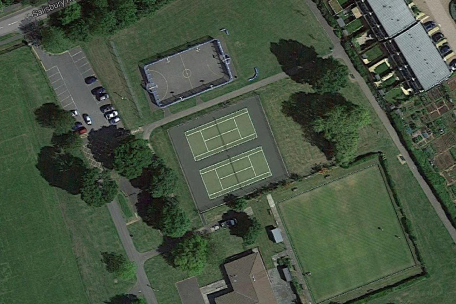 Auriol Park Outdoor | Hard (macadam) tennis court