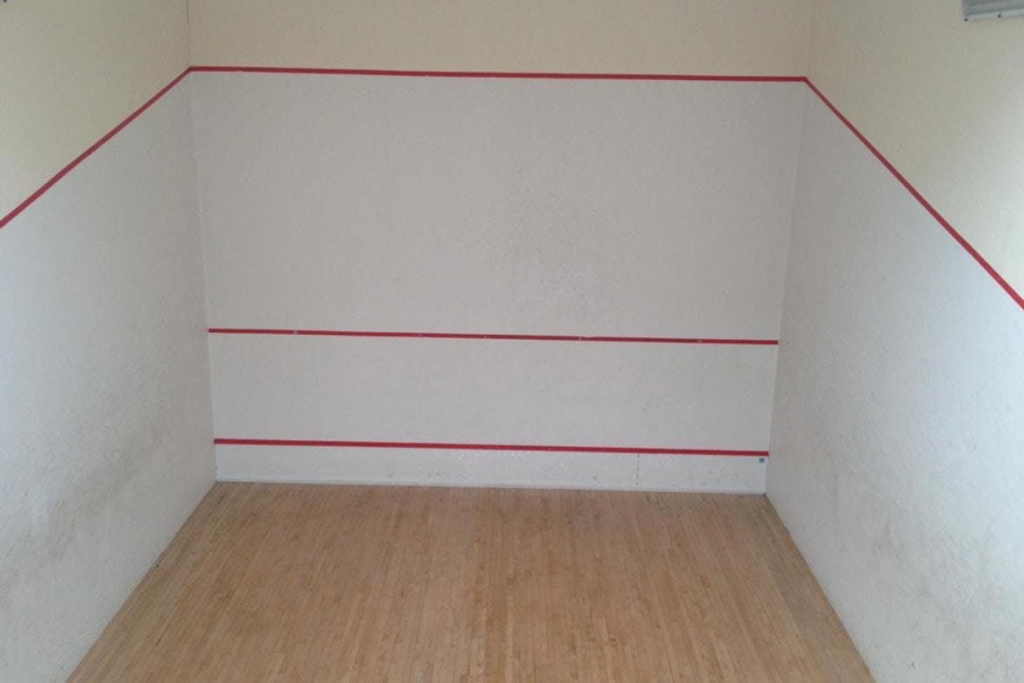 Robert Lowe Sports Centre Indoor | Hard squash court