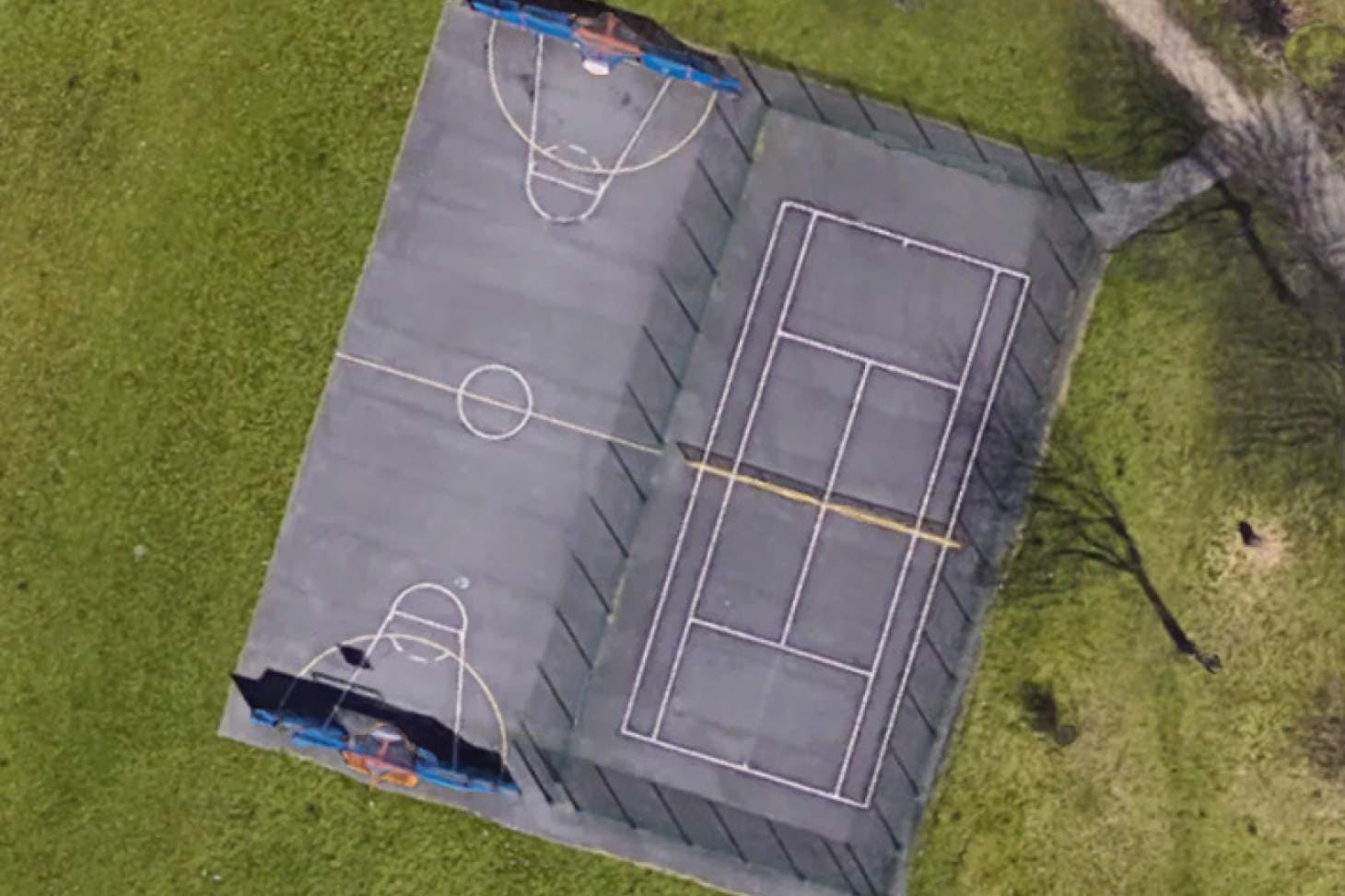 Nuthurst Park Outdoor | Concrete tennis court