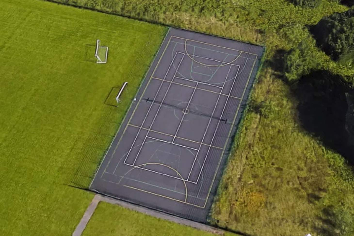South Manchester Sports Club Outdoor | Concrete tennis court